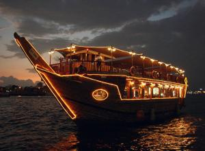 Sightseeing in Dubai with Dhow Cruise